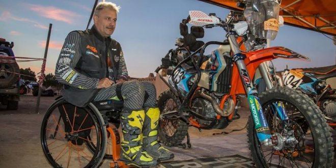Dutto, o primeiro piloto paraplégico a conduzir uma moto expulso da prova…..