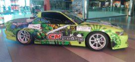 Pilotos e carros de competição no La Vie da Guarda
